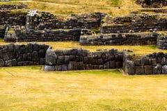 Vista della parete di Sacsayhuaman, in Cuzco, il Perù. Fotografie Stock