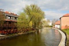 Vista della parte anteriore del fiume di Brda in Bydgoszcz, Polonia Fotografia Stock