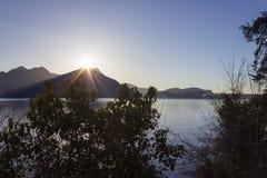 vista della passeggiata della spiaggia del maggiore di lago vicino al verbania Fotografia Stock Libera da Diritti