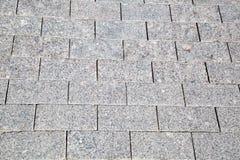 Vista della pavimentazione grigia del granito della forma rettangolare fotografie stock libere da diritti
