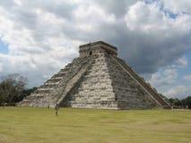 Vista della piramide di Chichen Itza Fotografie Stock Libere da Diritti