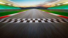 Vista della pista di corsa internazionale dell'asfalto vuoto di infinito immagini stock libere da diritti