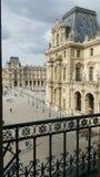 Vista della plaza del museo del Louvre di stordimento Parigi Fotografia Stock Libera da Diritti