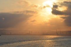 Vista della porta di Barcellona al tramonto. Fotografia Stock Libera da Diritti