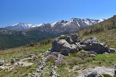 Vista della primavera delle alte montagne corse Immagine Stock