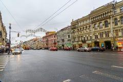 Vista della prospettiva di Nevsky in San Pietroburgo piovoso, Russia Immagini Stock Libere da Diritti