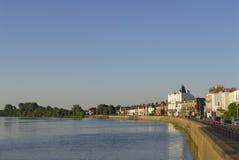 Vista della riva del fiume. Fotografia Stock