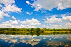 Vista della riva del fiume Fotografia Stock