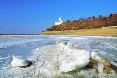 Vista della scogliera del Khabarovsk dal fiume Amur Immagine Stock Libera da Diritti