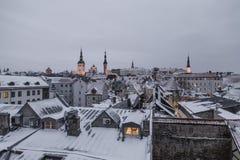 Vista della sera, inverno Tallinn fotografie stock