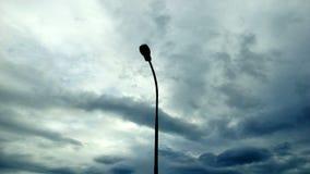 Vista della siluetta dell'iluminazione pubblica immagini stock libere da diritti