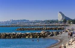 Vista della spiaggia della città di Marsiglia con chiaro cielo blu Fotografie Stock Libere da Diritti