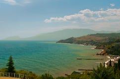 Vista della spiaggia della costa di Mar Nero Immagine Stock Libera da Diritti