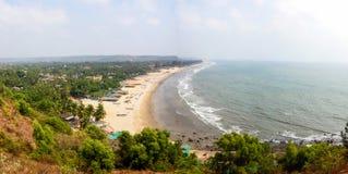 Vista della spiaggia dalla montagna fotografie stock libere da diritti