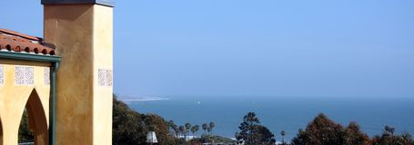 Vista della spiaggia dell'oceano dalla casa in Ventura, CA Fotografia Stock Libera da Diritti