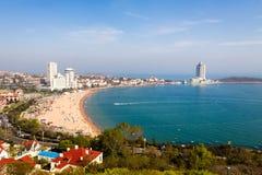 Vista della spiaggia di bagno N1 da Xiao Yu Shan Park, Qingdao Immagini Stock