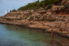 Vista della spiaggia di Cala Greca, Lampedusa immagine stock