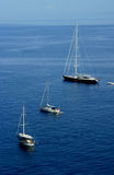 Vista della spiaggia di Panarea delle barche Fotografie Stock Libere da Diritti