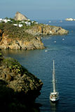 Vista della spiaggia di Panarea delle barche Immagini Stock Libere da Diritti