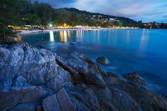 Vista della spiaggia di Surin alla notte Immagine Stock Libera da Diritti