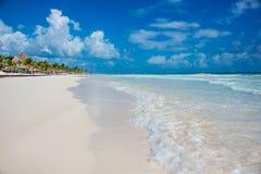 Vista della spiaggia di Tulum, paradiso caraibico, a Quintana Roo, il Messico Immagini Stock