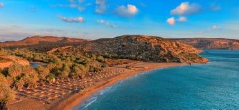 Vista della spiaggia di Vai dalla roccia fotografia stock