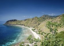 Vista della spiaggia e della costa vicino a Dili nel leste del Timor Est Fotografie Stock