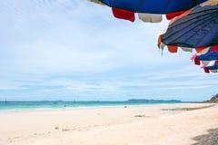 Vista della spiaggia e del mare fotografia stock