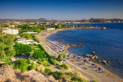 Vista della spiaggia eccellente di Faliraki, isola di Rodi Fotografia Stock