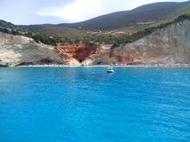 Vista della spiaggia famosa di Oporto Katsiki dal mare Acqua blu, isola ionica di Leucade, Grecia immagini stock libere da diritti