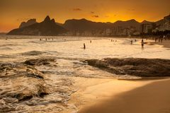 Vista della spiaggia nella sera, Brasile di Ipanema Immagine Stock Libera da Diritti