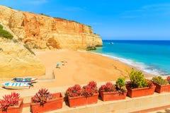 Vista della spiaggia sabbiosa di Benagil Immagine Stock Libera da Diritti