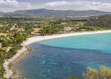 Vista della spiaggia sudorientale a Cagliari Sardegna, Italia fotografie stock libere da diritti