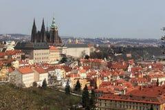 Vista della st Vitus Cathedral dalla collina di Penrin Fotografia Stock