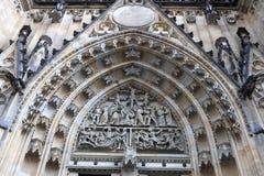 Vista della st Vitus Cathedral del timpano Fotografia Stock Libera da Diritti