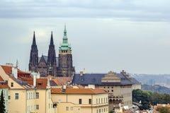 Vista della st Vitus Cathedral, Praga Immagini Stock