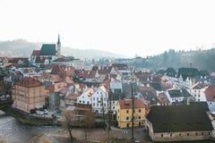 Vista della st Vitus Church, case e fiume in Cesky Krumlov in repubblica Ceca La chiesa è una della conduttura Fotografia Stock Libera da Diritti