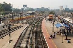 Vista della stazione ferroviaria in Vijayawada, India immagini stock