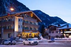 Vista della stazione sciistica in alpi Fotografie Stock