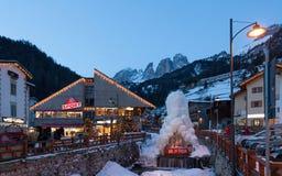Vista della stazione sciistica in alpi Immagini Stock Libere da Diritti