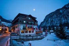Vista della stazione sciistica in alpi Fotografia Stock