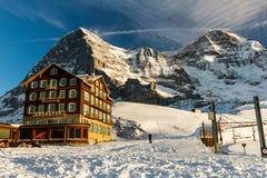 Vista della stazione sciistica Jungfrau Wengen in Svizzera Fotografia Stock