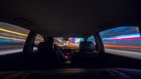 Vista della strada di notte dall'interno dell'automobile Fotografie Stock Libere da Diritti