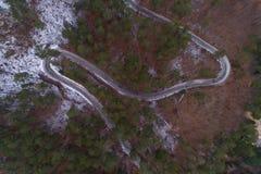 Vista della strada della montagna di inverno da sopra Fotografia Stock Libera da Diritti