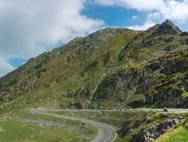 Vista della strada principale di Transfagarasan sul modo al lago Balea in C fotografie stock libere da diritti