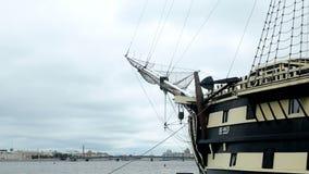 Vista della tolleranza della fregata all'estate video d archivio