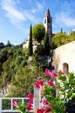 Vista della torre alla cittadina famosa Tremosine Fotografia Stock Libera da Diritti