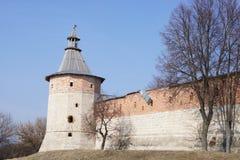 Vista della torre d'angolo del distretto di Zarajsk di Cremlino Fotografie Stock
