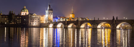 Vista della torre del ponte a Praga Immagine Stock