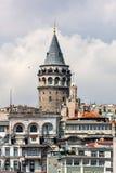 Vista della torre di Galata a Costantinopoli, primo piano La Turchia Immagine Stock Libera da Diritti